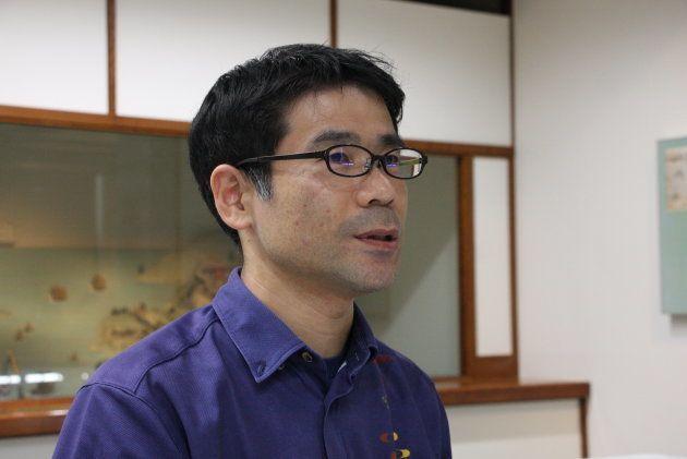 「沖縄美ら島財団」の学芸員・輝広志さん。