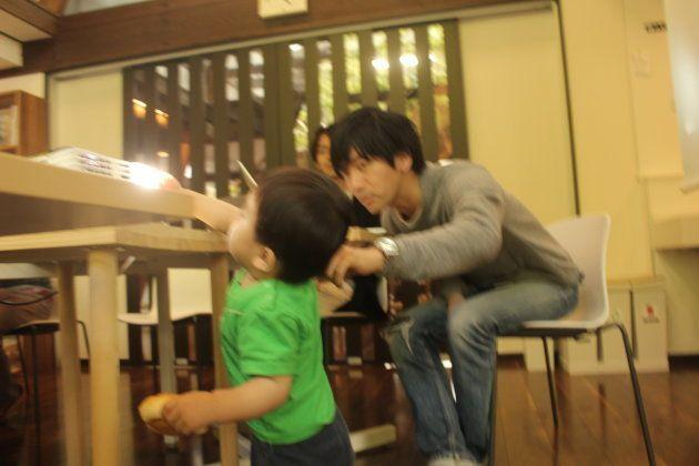 プロジェクターが気になる。津田さんは穏やかに対応してくださった。