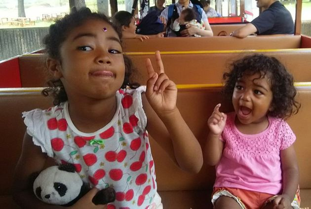 妹のりさちゃん(右)と姉のななちゃん
