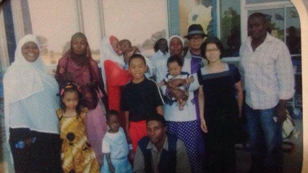 2009年、初めてウガンダに来た時、空港まで親族が見送りに来てくれました。中央の少年が筆者
