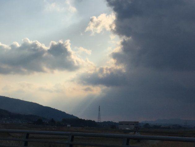 今暮らしている九州。高い建物のない所に行くと、不思議な空が見える