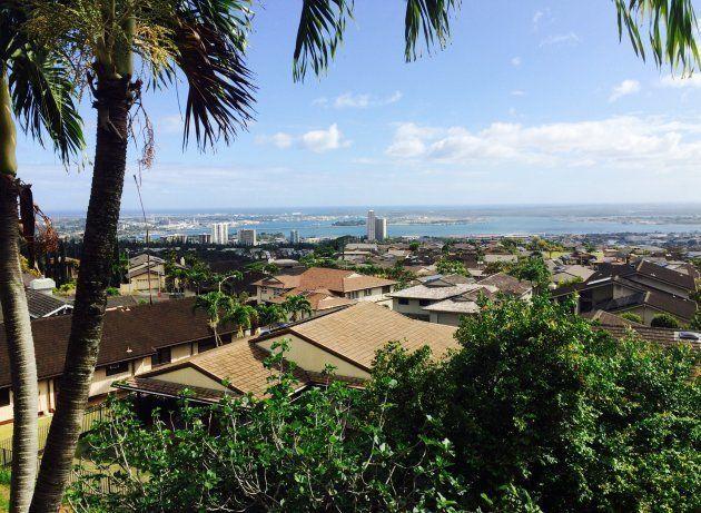 祖母の自宅から撮ったハワイの景色。真珠湾(写真奥)が見える。