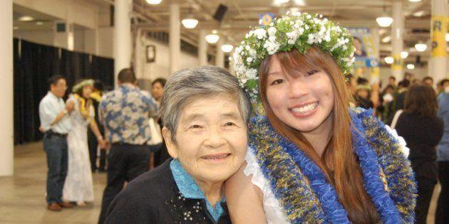 当時17歳の筆者が高校を卒業するとき、曾祖母と一緒に撮った