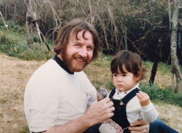 幼いころの筆者。今は亡き父と