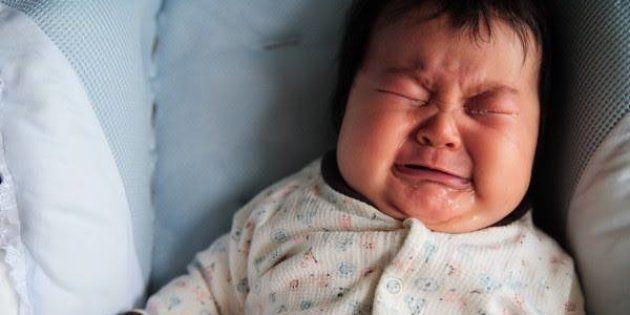 泣き止まない赤ちゃん、必死のお母さん。私が「泣いてもいいよ」ステッカーを作った理由