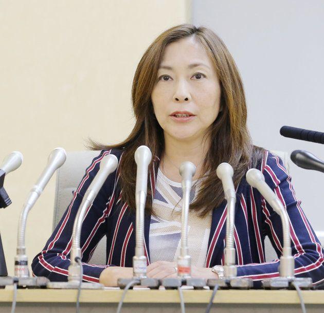 「都民ファーストの会」に離党届を提出し、記者会見する上田令子都議=5日午後、都庁 撮影日:2017年10月05日
