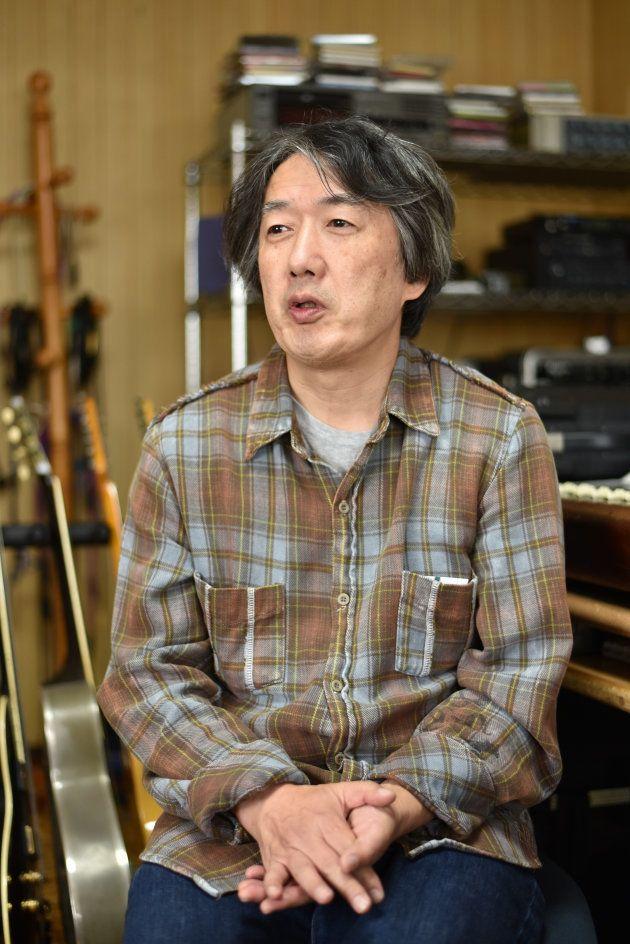 インタビューに応じる高橋健太郎さん=横浜市