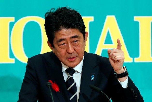 党首討論会で発言する自民党総裁の安倍晋三首相=10月8日、東京