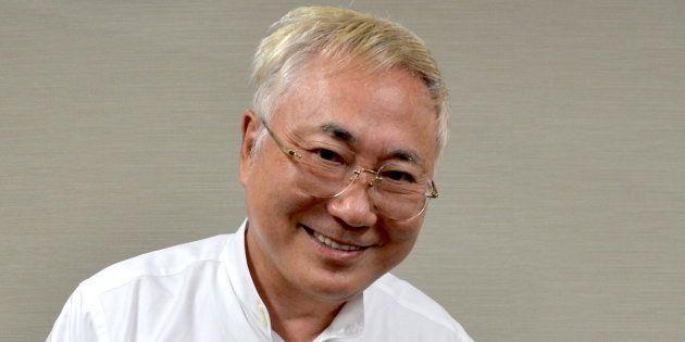 インタビューに答える高須克弥さん