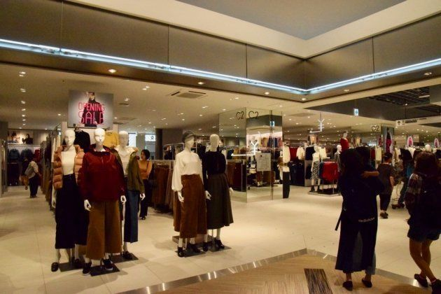 通常店舗の約4倍の数だという200体が色々な着こなしを見せてくれる。