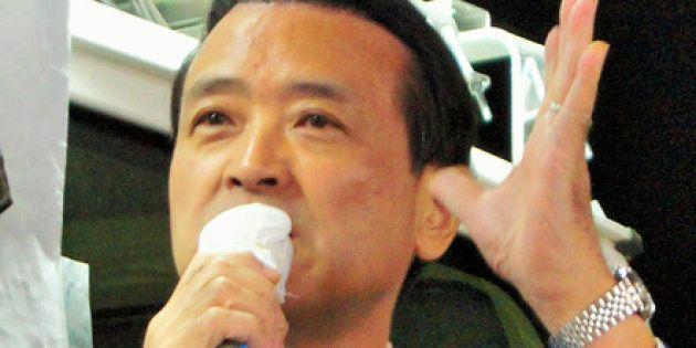 街頭演説をする江田憲司・元民進党代表代行=横浜市金沢区