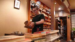 アメリカで気づいた「日本の伝統」の誇り。パンクロックに魅せられた男が、京都の骨董店を継ぐまで
