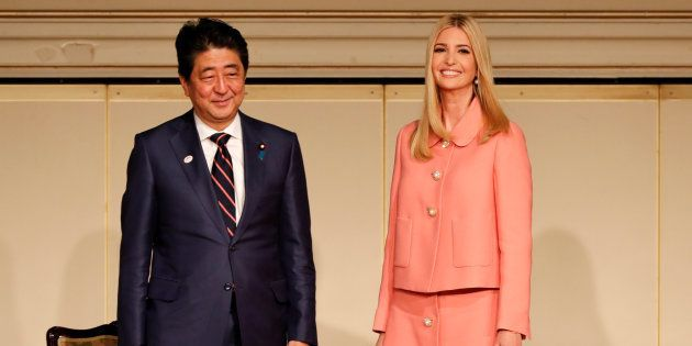 「国際女性会議WAW!」に出席した安倍首相(左)とイバンカさん