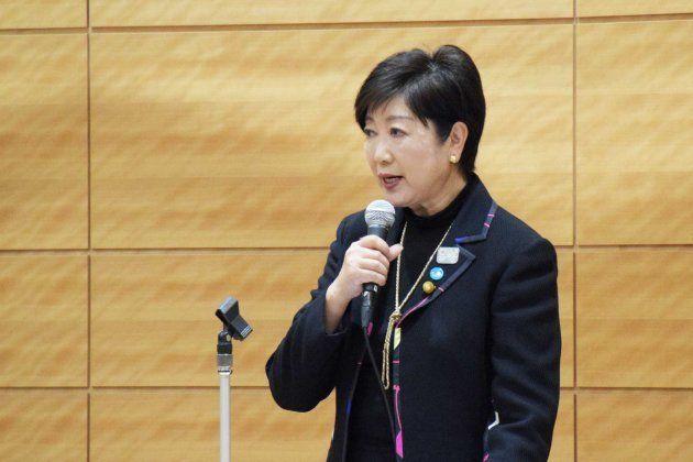 希望の党代表の辞任を表明する小池百合子氏