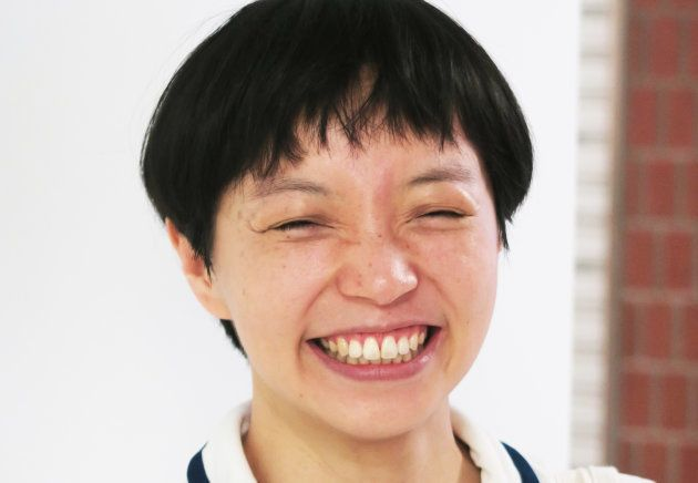温又柔さん。2017年8月末、東京・渋谷のカフェで