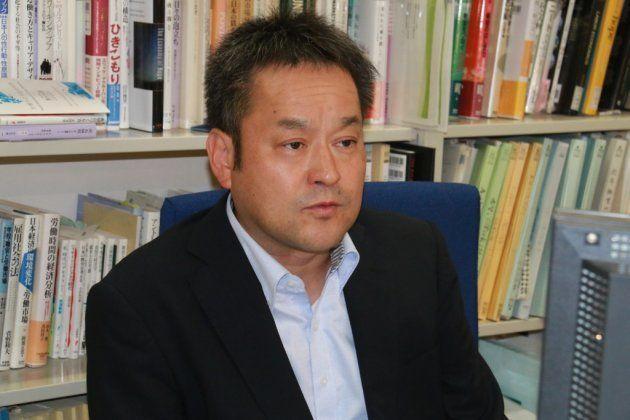 東大の研究室で取材に応じた玄田有史教授