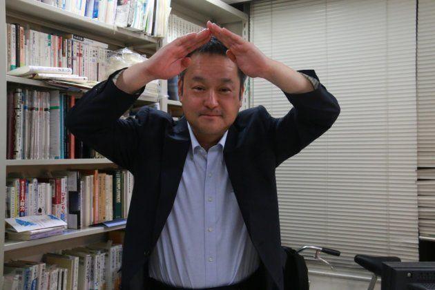 アクションの「A」のポーズをとってくれた玄田有史先生