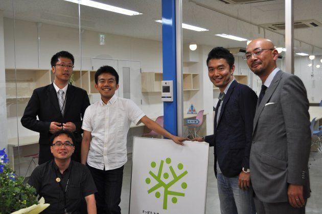 札幌大通のまち会社と2012年に開発したコワーキングスペース「ドリノキ」。上段、左から2番目が木下斉さん