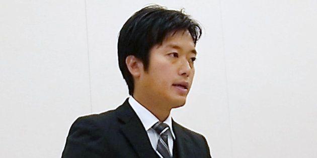 日本維新の会に離党届を提出し、記者会見する丸山穂高衆議院議員=2017年10月31日、東京・永田町の衆院議員会館