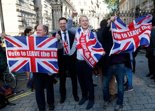 イギリスの国民投票でEUからの離脱を呼びかける人々