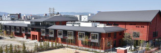 森友学園が建設を進めていた小学校の建物=大阪府豊中市