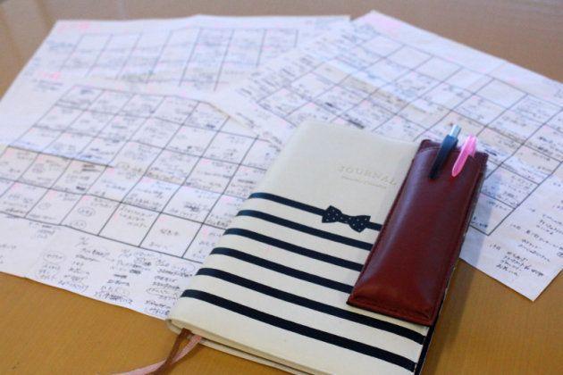 子どもがパン給食の日は朝食をご飯にするなど、細かく計画された献立表。いつも手帳に入れて持ち歩いている。