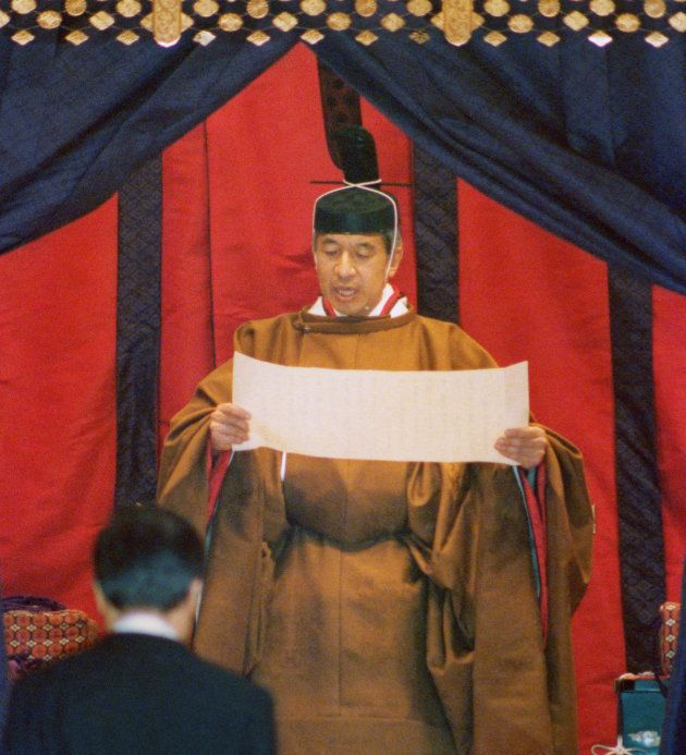 内外に即位を宣明する「即位礼正殿の儀」に臨まれた天皇陛下(1990年11月12日)