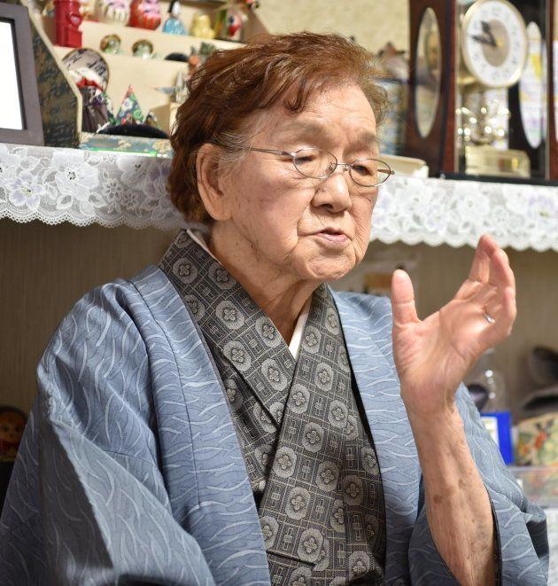 戦死した兄の思い出を語る北山みどりさん=2017年11月3日、札幌市中央区