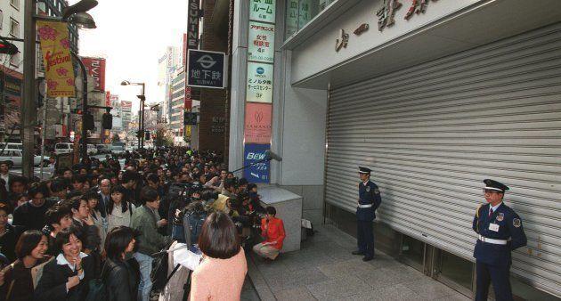 シャッターを下ろす山一証券新宿支店(東京・新宿区) 撮影日:1998年03月31日