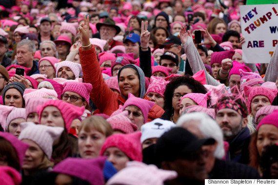 アメリカのトランプ大統領就任から一夜明けた1月21日、首都ワシントンD.C.をはじめ全米各地で反トランプデモが行われ、数百万人規模に膨れ上がった。
