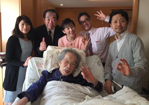 日野原先生の自宅を訪れた山内さんと医師の仲間