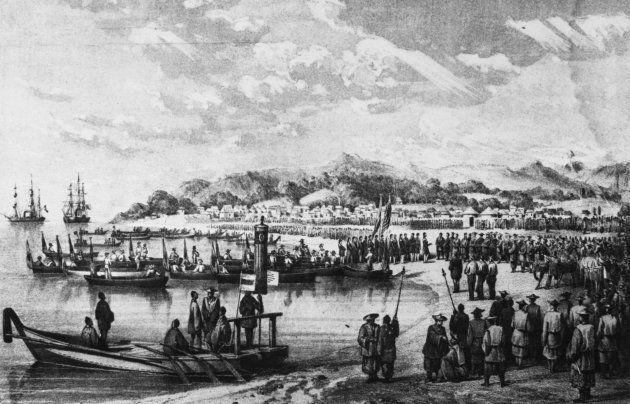 1853年7月、ペリーの浦賀来航(ペリーの日本訪問報告書に掲載されたペリー上陸の模様)