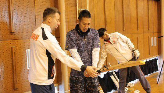 ベディングフィールドコーチの指導を受ける木村さん