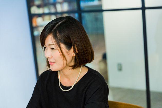 矢島由佳子(やじま・ゆかこ)。1989年生まれ。大阪出身の阪神ファン。父の仕事の都合で小学校時代3年間ほどアメリカに住んでいた。芸能事務所でアーティストマネージャーをした後、3年前にCINRAに転職。「CINRA.NET」編集者。