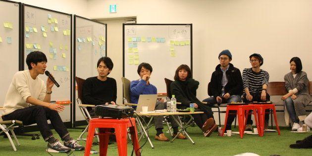 7人のパネリスト。一番左が津田賀央さん