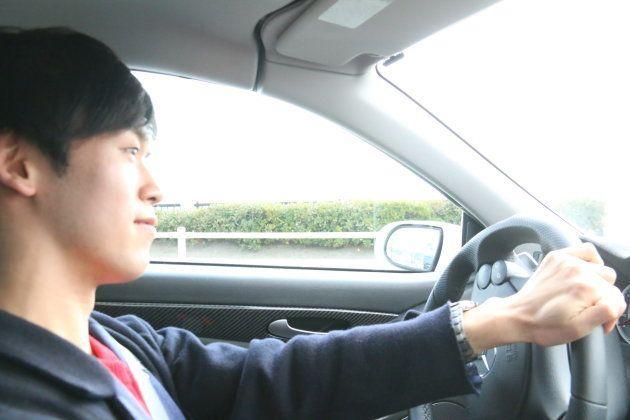 """スマホで簡単に高級車ドライブ。""""dカーシェア""""で実現する、最高の休日の過ごし方。"""