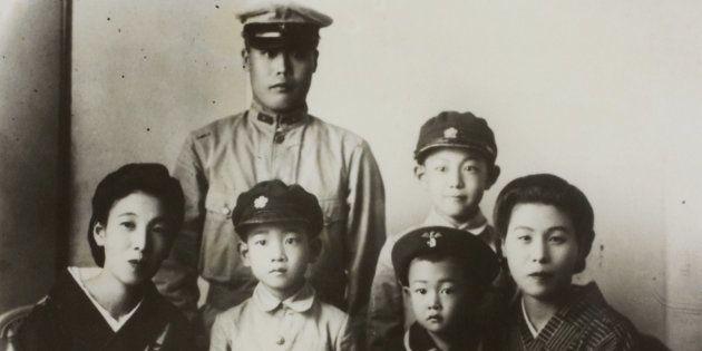 1940年頃の母(前列左)と筆者(前列右から2番目)