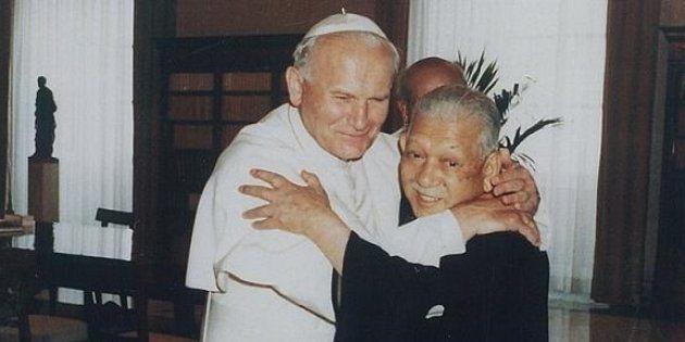 教皇ヨハネ・パウロ2世も父の活動を激励(1983年)
