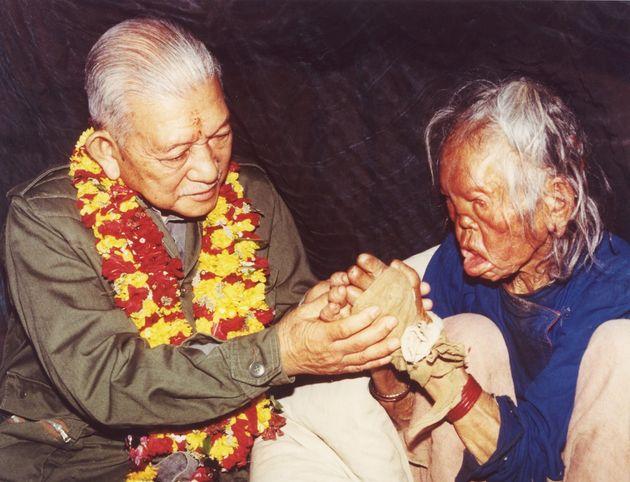ネパールのアナンダバン・ハンセン病病院を訪れた父、良一