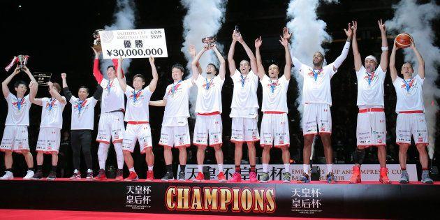男子決勝・千葉ジェッツ-シーホース三河。三河を破り、2連覇を果たした千葉の選手=201801月7日、さいたまスーパーアリーナ