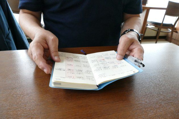 高次脳機能障がいを患い、大庭英俊さんが毎日の予定を書き込む手帳