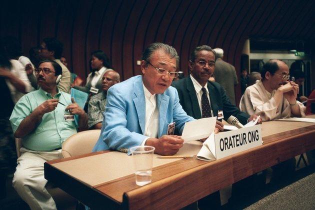 2005年国連人権小委員会で発言する筆者。