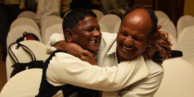 インドの回復者組織APALのナルサッパ会長(右)とベヌ・ゴパール副会長。