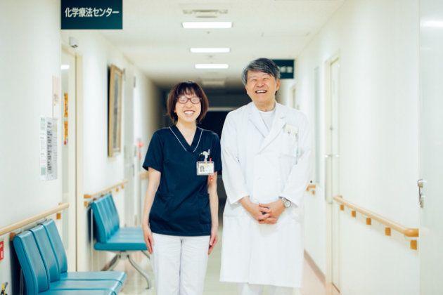 左から、伊藤さんのサポーティブケアをしてきた、東北ろうさい病院・歯科衛生士の佐藤美由紀さんと、伊藤さんの治療を続けている、東北ろうさい病院・腫瘍内科医の丹田滋さん。病院でのハンドトリートメントを勧め、伊藤さんの背中を押した。