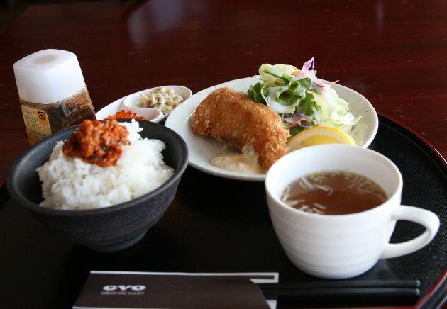 「GVO」名物の「塩ウニのっけ飯」