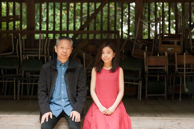 「祭りのあと」に出演する大塚まさじさん(左)と島田和香子さん=奈良県高取町の教恩寺