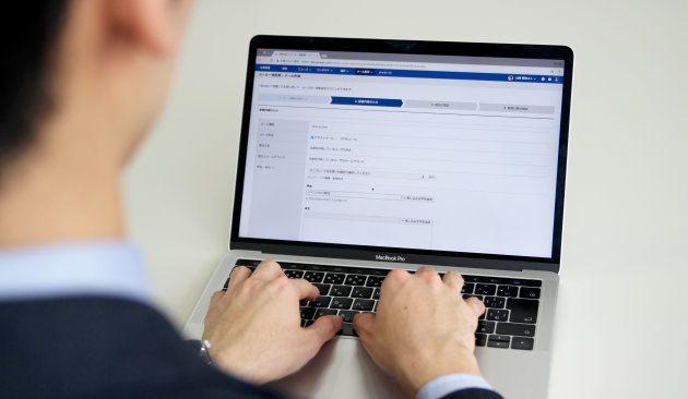 Sansanのメール一括配信機能を活用すれば、送信者名を担当者名に指定できる。個人から個人へのメールが一括送信されるため、高い開封率や返信率が期待できる。