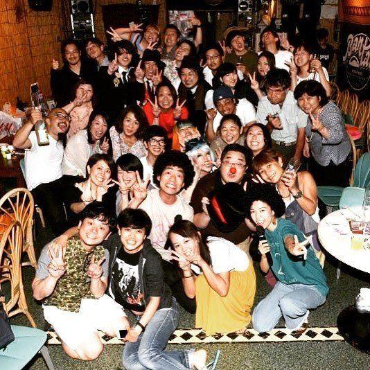フリーになって最初の仕事は沖縄での音楽イベント。前夜祭での集合写真。