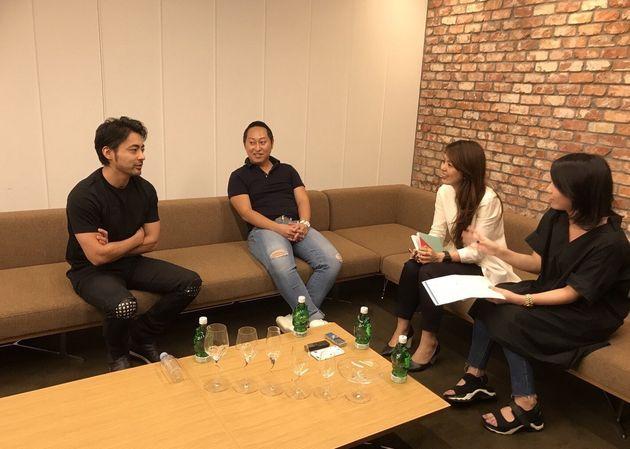 (左から)山田孝之さん、山口友敬さん、聞き手のハフポスト日本版編集部・南、生田