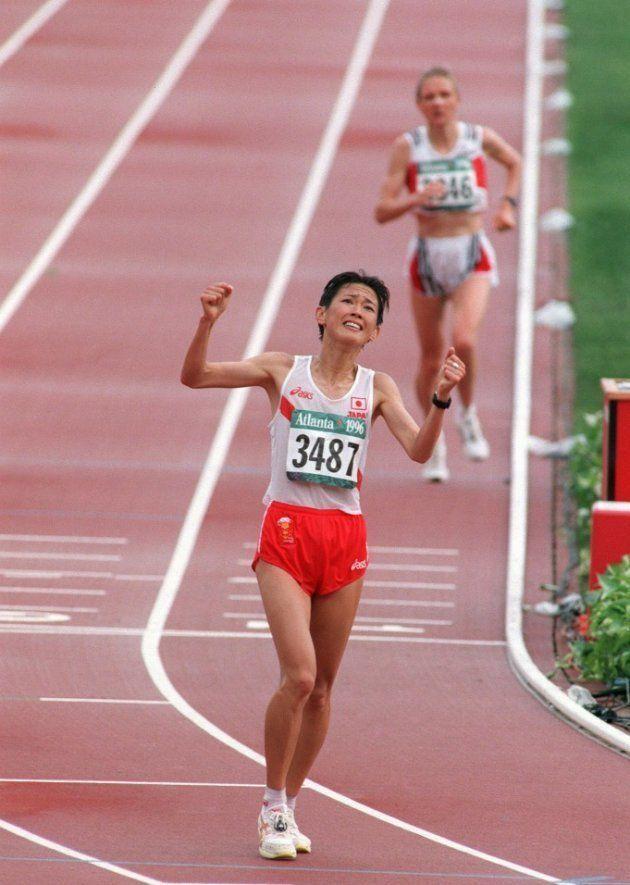 陸上女子マラソン、3位でゴールする有森裕子(アメリカ・ジョージア州アトランタの五輪スタジアム=1996年7月28日撮影)